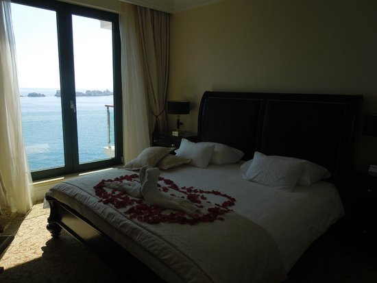 Royal Princess Hotel: Our hotel room, with a view