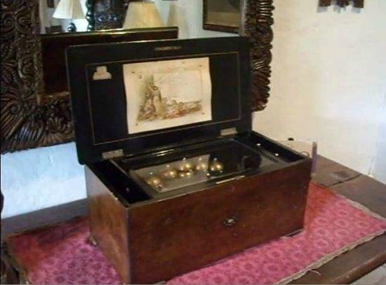 Casa Popenoe: Caja de Música del siglo XIX-XX