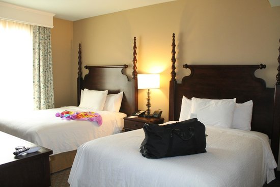 Embassy Suites by Hilton Savannah : 2 queen bed room
