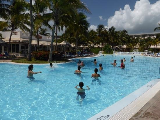 Melia Cayo Guillermo : volleyball anyone!