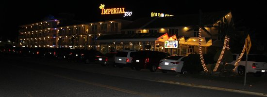 Imperial 500 Motel: night view