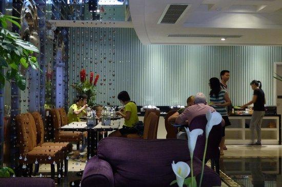 Ole Tai Sam Un Hotel - lobby and dining area