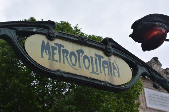 Hotel Relais Bosquet Paris: Metro station nearby