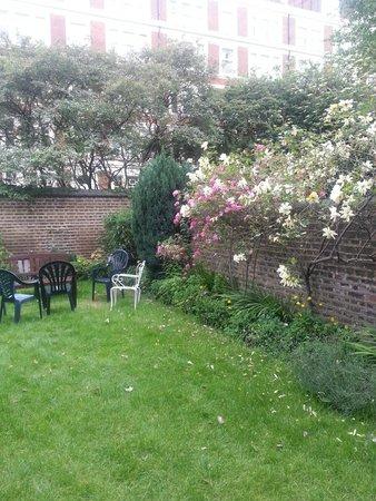 Ridgemount Hotel : bellisimo jardin donde podes sentarte a tomar algo o si vas con chicos para que ellos jueguen