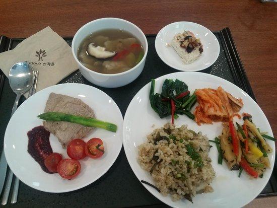 Hongcheon-gun, South Korea: 저염식의 건강식단:) 건강에 좋은 맛있는 음식들을 먹을수 있어서 더욱 힐링되고 좋았어요!! 짱짱~♥