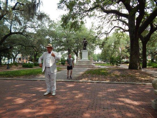 Savannah Dan Walking Tours: Savannah Dan in front of Ogilthorpe Statue
