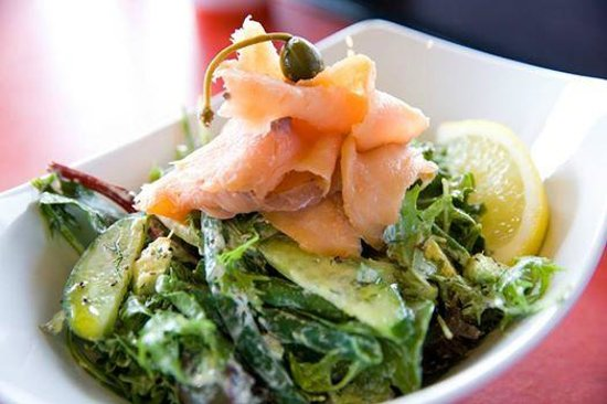 Sakana Fresh : Smoked salmon salad with caperberries, beans & dill dressing
