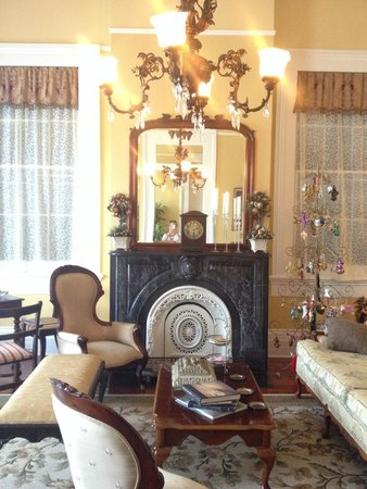 Ashton's Bed and Breakfast: Lounge room