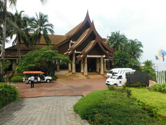Novotel Phuket Resort : drop off and pick up