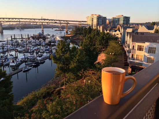 Kimpton RiverPlace Hotel : view from the room at sunrise