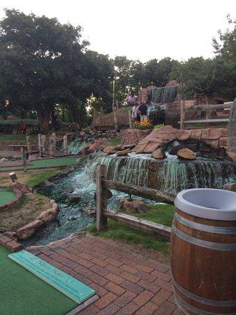 Pirate's Cove: mini golf!