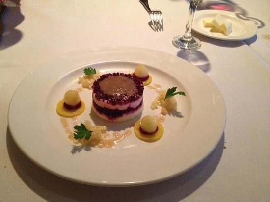 Au Midi Restaurant & Bistrot: Beets and goats cheese timbale