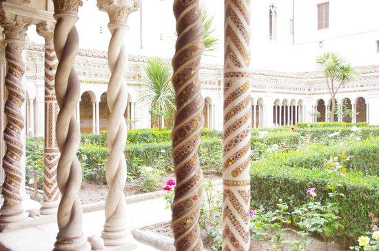 Abbazia di San Paolo fuori le Mura : Unusual cloisters