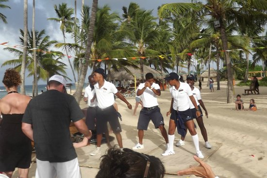 Dreams Punta Cana Resort & Spa: Beach Performance