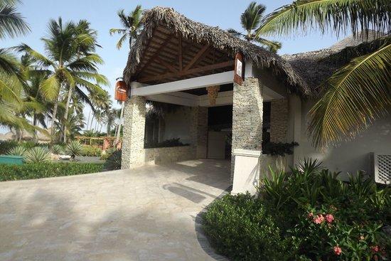 Dreams Punta Cana Resort & Spa: Entrance for Oceana & Bordeaux Restaurant