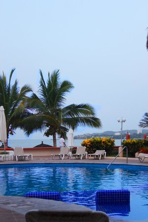 Starbay Suites Resort: área de alberca