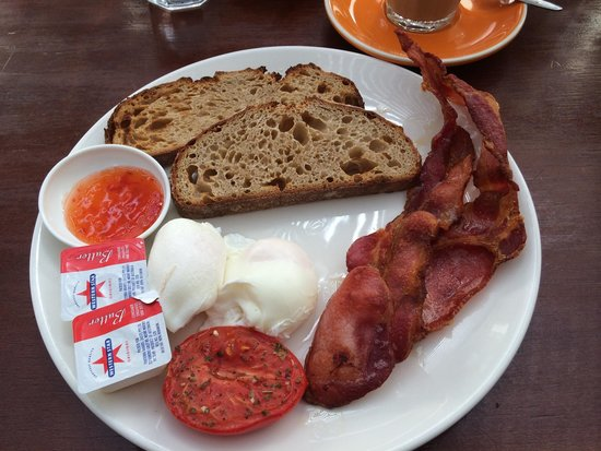 Cafe Le Monde: Poached free range eggs and crunchy bacon on sour dough bread