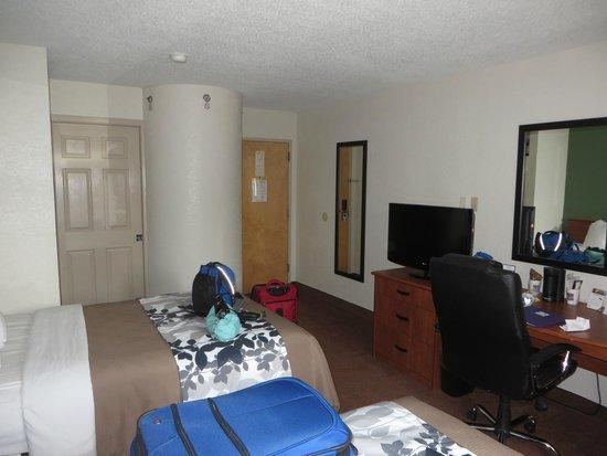 Sleep Inn East Louisville: Room.