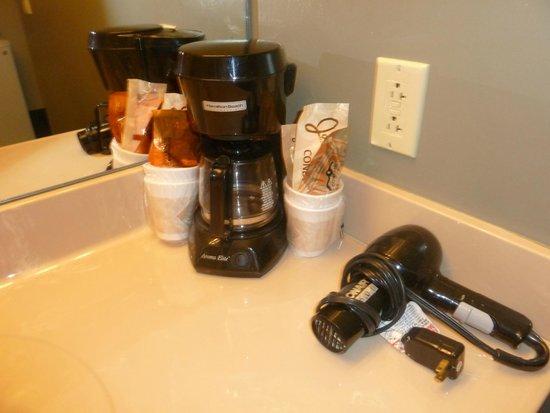 Royal Amsterdam Hotel: coffee maker, hair dryer