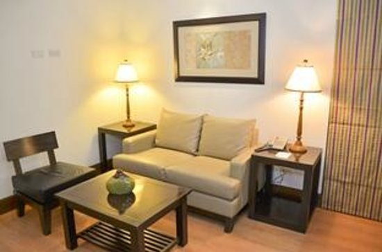 Lemon Tree Inn: EXECUTIVE SUITE - LIVING AREA
