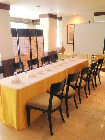Lemon Tree Inn: MEETING ROOM