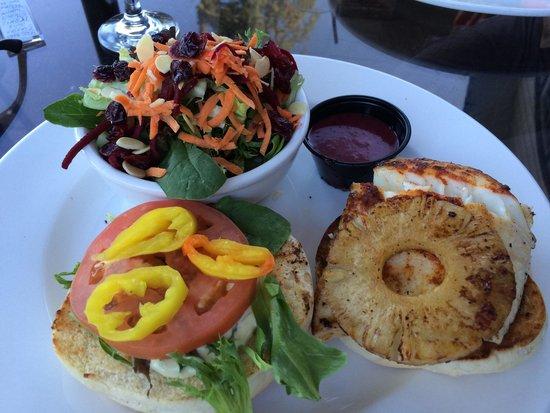Stickleback West Coast Eatery : Halibut on a bun.
