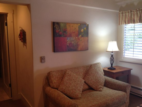 Carmel Country Inn: Sitting area