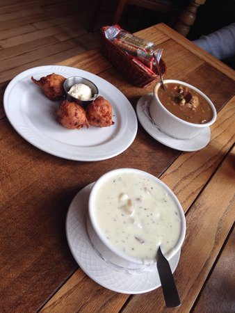 Inn Cafe: Fabulous soup and more fabulous corn fritters!