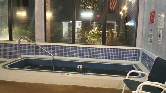 Mariner Motor Lodge: Hot tub