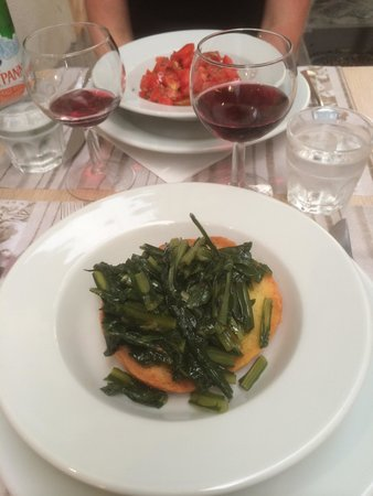 Osteria del Caffè Italiano: Friselle bread with chicory, garlic and oil. Very tasty!!