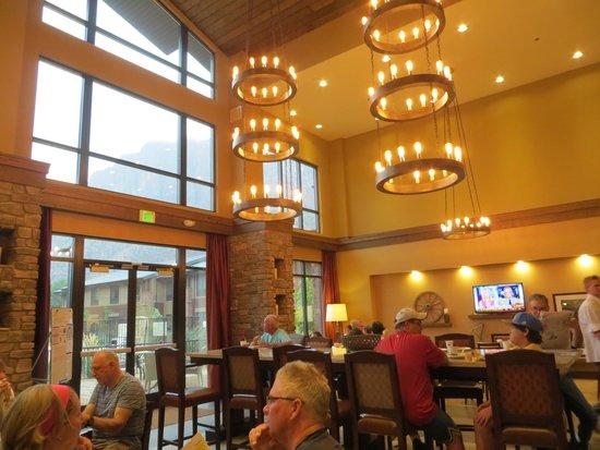 Hampton Inn & Suites Springdale Zion National Park: Lobby/eating area