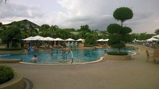Thai Garden Resort: สระว่ายน้ำกว้าง