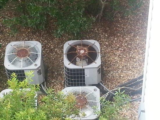 Greensprings Vacation Resort: Rusting air conditioning units
