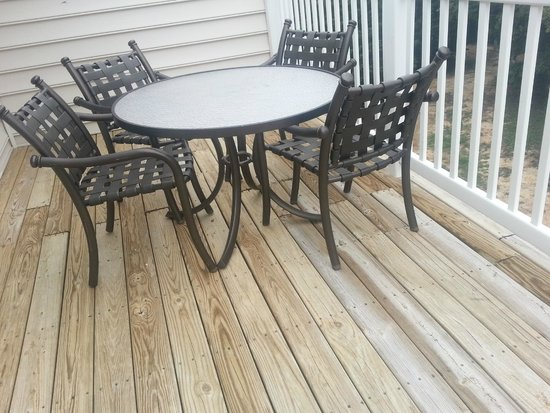 Greensprings Vacation Resort: Balcony; deck had old, splintered wood