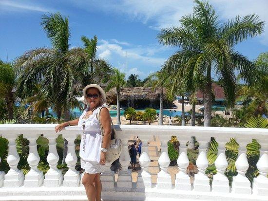 IBEROSTAR Laguna Azul: En la terraza del Hotel, al fondo piscina central