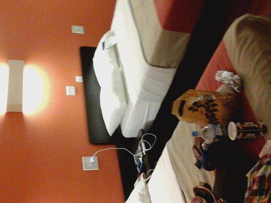 Motel 6 Kansas City: Remodeled room