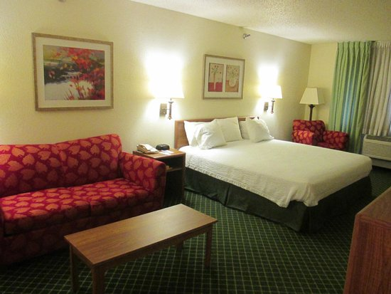 Baymont Inn & Suites Salina: King Suite