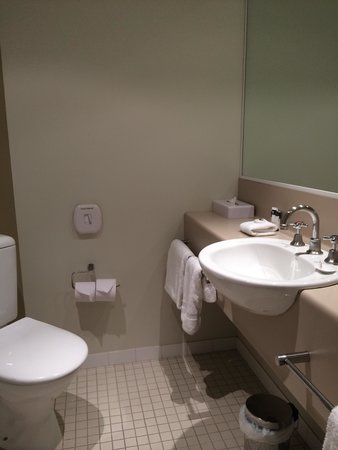 Travelodge Hotel Melbourne Southbank: Bathroom