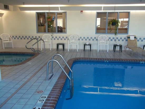 Baymont Inn & Suites Salina: Pool Area