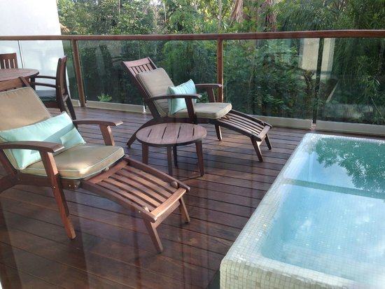 Mayan Palace Riviera Maya: Nice outside deck with lounge chairs and a private dipping pool