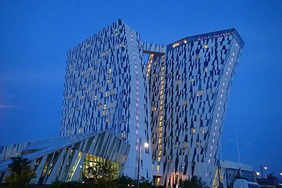 AC Hotel by Marriott Bella Sky Copenhagen: Night view of hotel