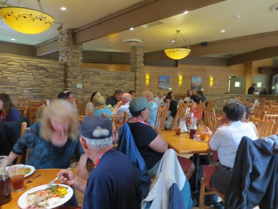 Red Rock Grill: Dining area
