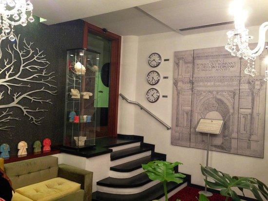 Senatus Hotel: tiny, quaint lobby