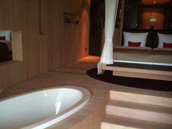 Hotel MOHR life resort: Garden suite Bath tub
