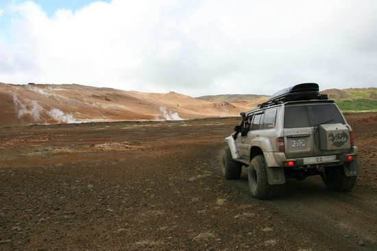 IceAk - Super Jeep Tours: Hot springs and steam vents at Hverir
