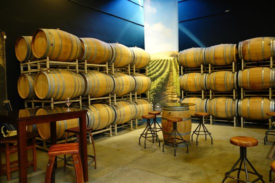 Chateau Ste. Michelle Vineyards : Barrels in the tasting room
