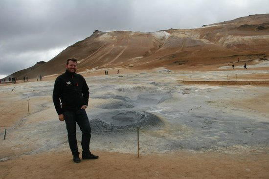 IceAk - Super Jeep Tours: Owner and tour guide, Thordur, at the steam vents at Hverir.