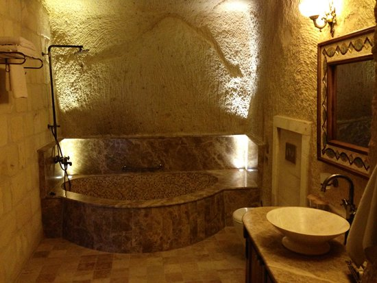 Kayakapi Premium Caves - Cappadocia: real cave bathroom!