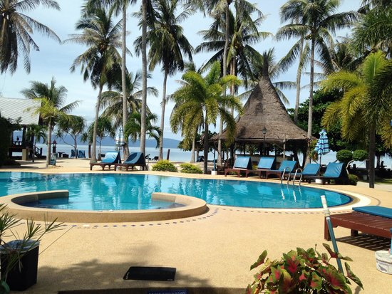 Dewshore Resort : The pool area