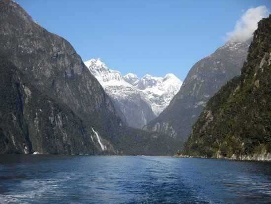 Southern Alps Air - Scenic Flights : Milford Sound